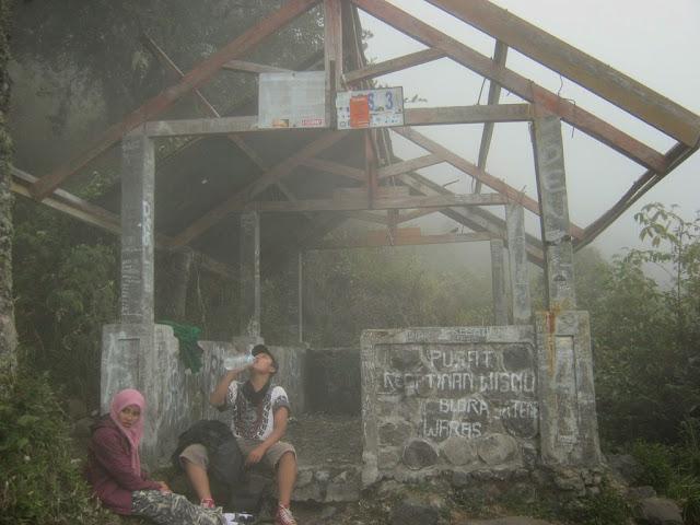 pos 3 gunung lawu via cemoro sewu