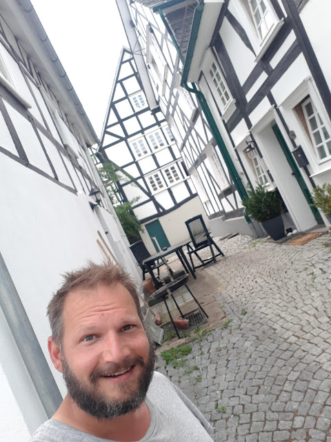The Social Traveler Bjorn Troch in fachwerkhaus town Freudenberg
