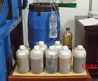 Pupuk Organik Cair atau disingkat dengan POC merupakan pupuk cair yang terbuat dari  Pupuk Organik Cair