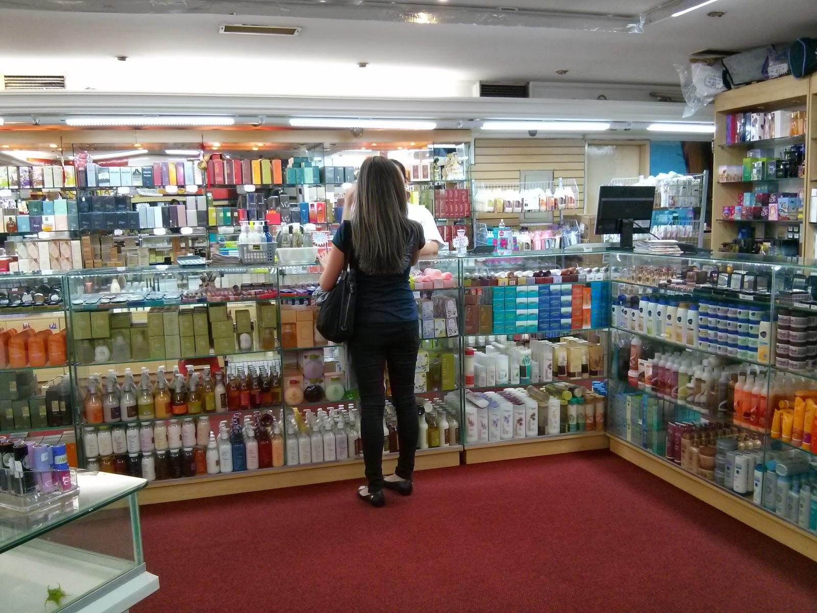 543eec50b A loja fica num mini shopping (Rua Galvão Bueno