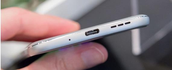 Exemplo smartphone com porta USB tipo C