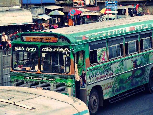 Jak podróżować po Sri Lance? Jaki środek transportu wybrać: autobus, pociąg, tuk-tuk czy taksówkę? Wszystko o Sri Lance i transporcie po wyspie.