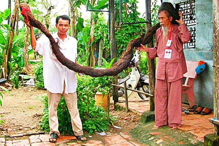 Dünyanın en uzun saçlı adamı olan Vietnamlı Tran Van Hay, saçını 50 yıldan uzun bir süredir kestirmemiş.