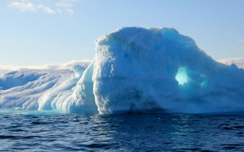 Wallpaper: Greenland iceberg