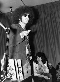 singer and author Mick Farren of The Deviants, onstage in 1970. Photograph Steve Wood