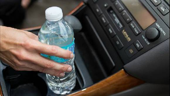 Jangan Pernah Tinggalkan Botol Air Mineral di Dalam Mobil, Sangat Berbahaya