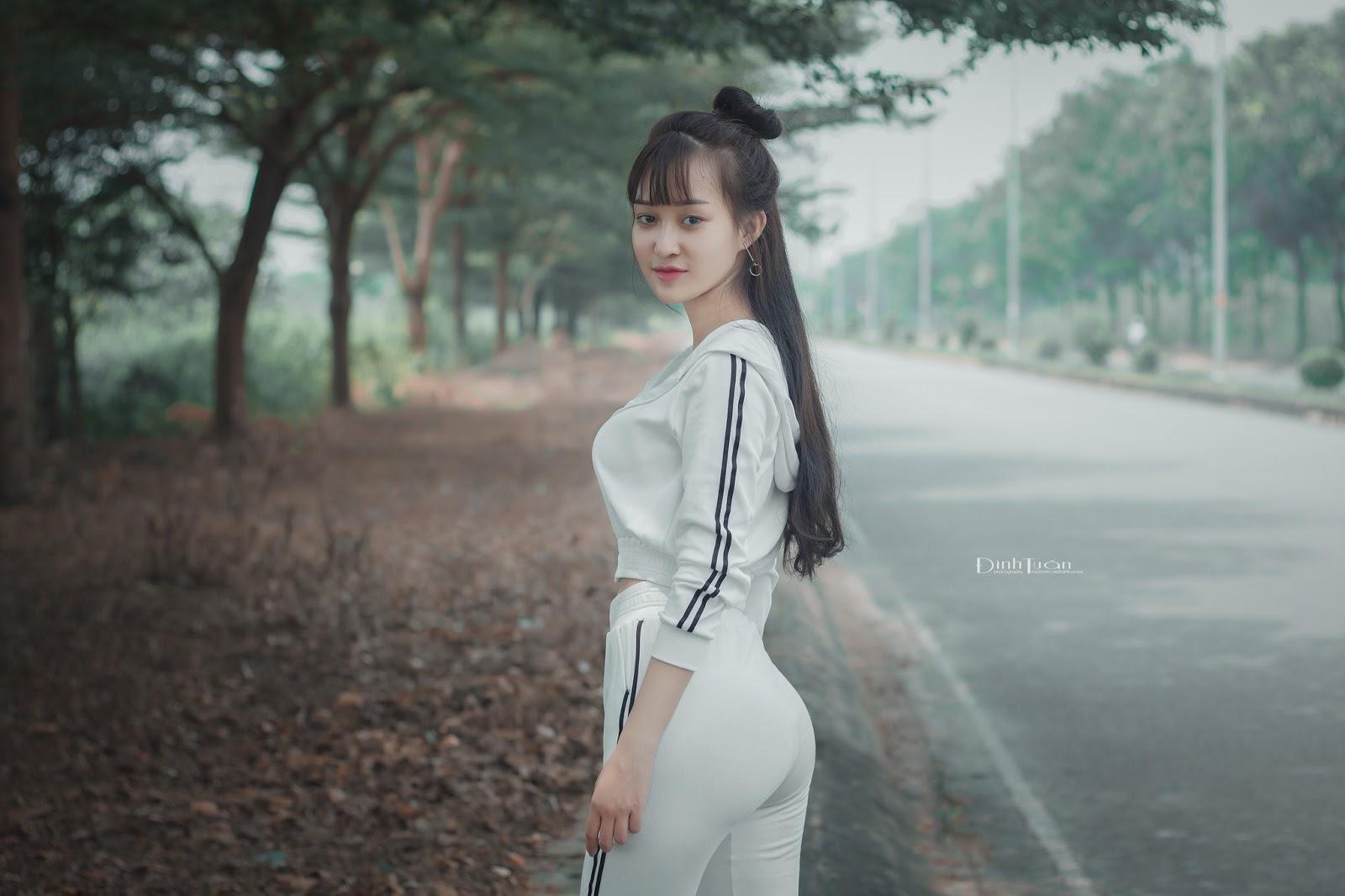 Hot Girl Linh Linh Nóng bỏng tập thể dục bên Hồ Đá - Thủ Đức