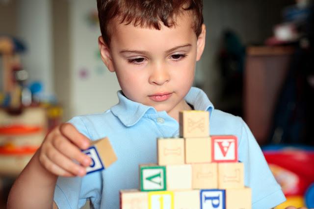 مشاكل التوحد عند الأطفال..أعراضه وأنواعه وكيفية التغلب عليه