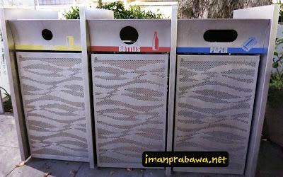 Tong Sampah Di Singapore