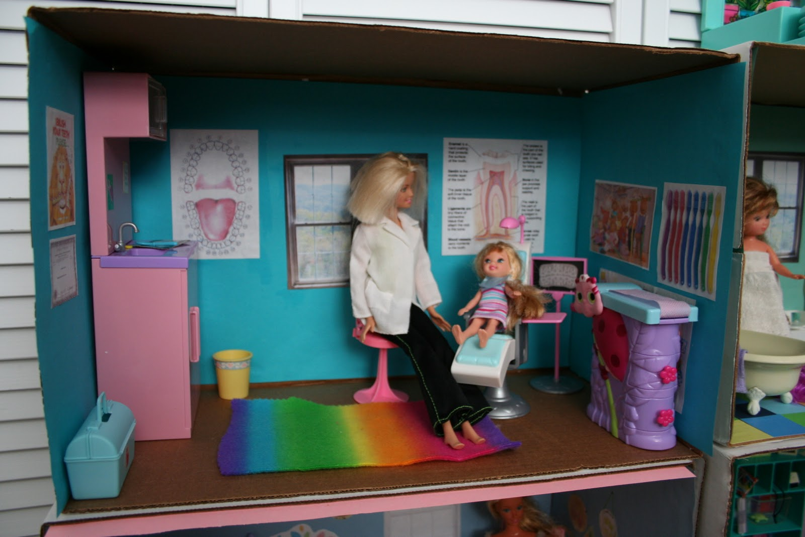 Barbie Bedroom In A Box: Pink And Green Mama: * DIY Barbie Cardboard Box House