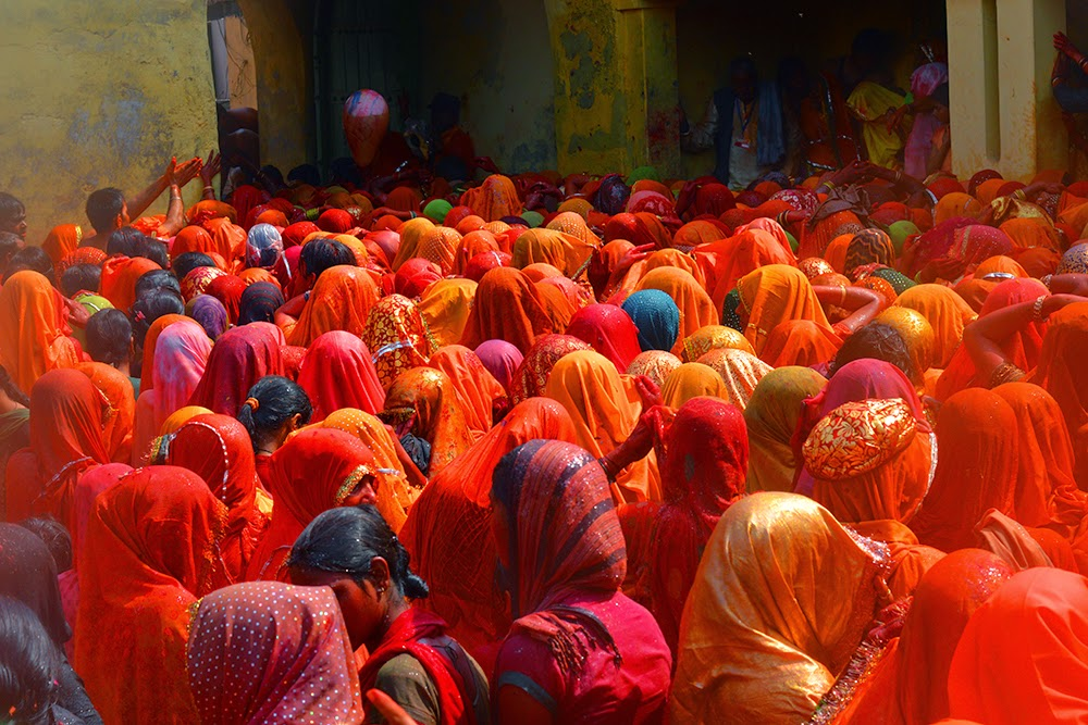 Wet Indian women saree Dauji Temple Mathura Holi Huranga 2015 women men playing