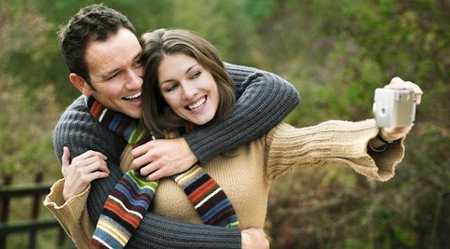 Ingin Hubunganmu Bahagia? Jangan Suka Update Status di Medsos