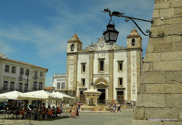 Praça do Giraldo e Igreja de Santo Antão, Évora, Portugal