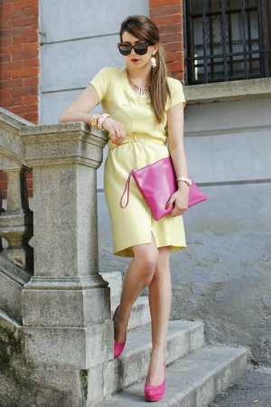 yellow dress and pink shoes