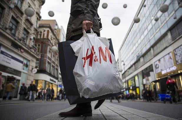 Finti buoni sconti moda H&M circolano su messaggi internet, sono truffe online
