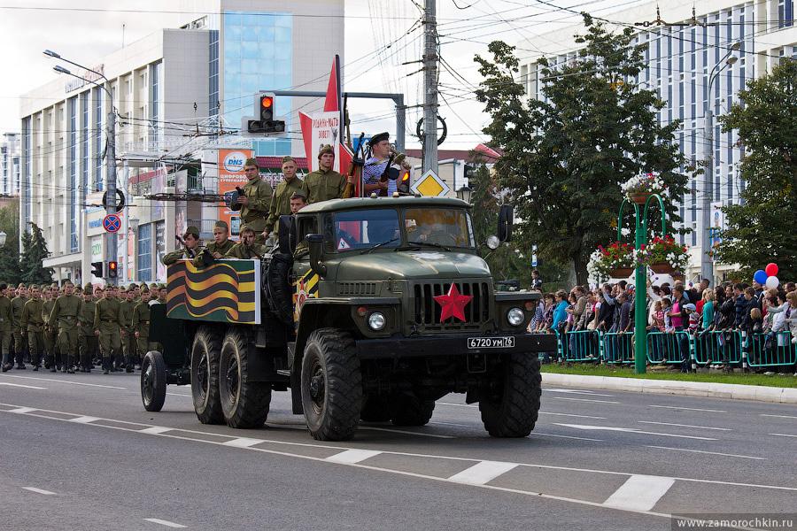 Участники театрализованного парада 'Все мы - Россия!'. Тысячелетие единения мордовского народа с народами России