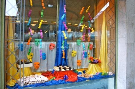mascara-de-carnaval-ideias-decoracao-para-vitrines-de-loja01