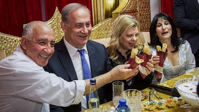 Los israelíes de todo el país celebraron el lunes por la noche Mimouna, una tradición judía del norte de africa celebrada cada año para celebrar el fin de la Pascua.