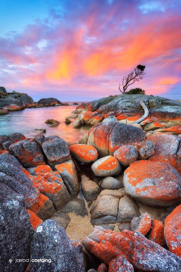Sunset over the Bay of Fires at Binalong Bay, Tasmania
