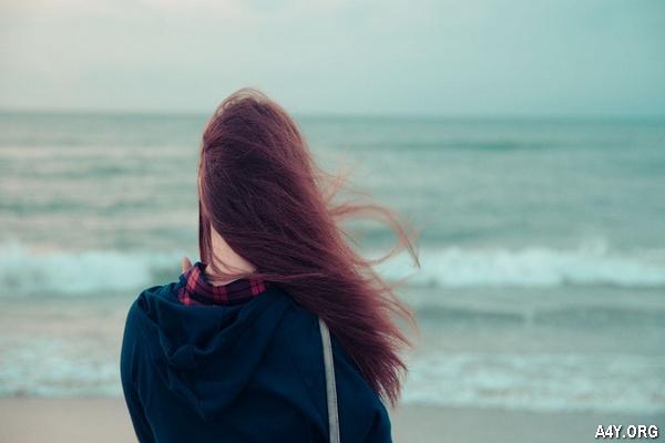 cô gái buồn bên Biển