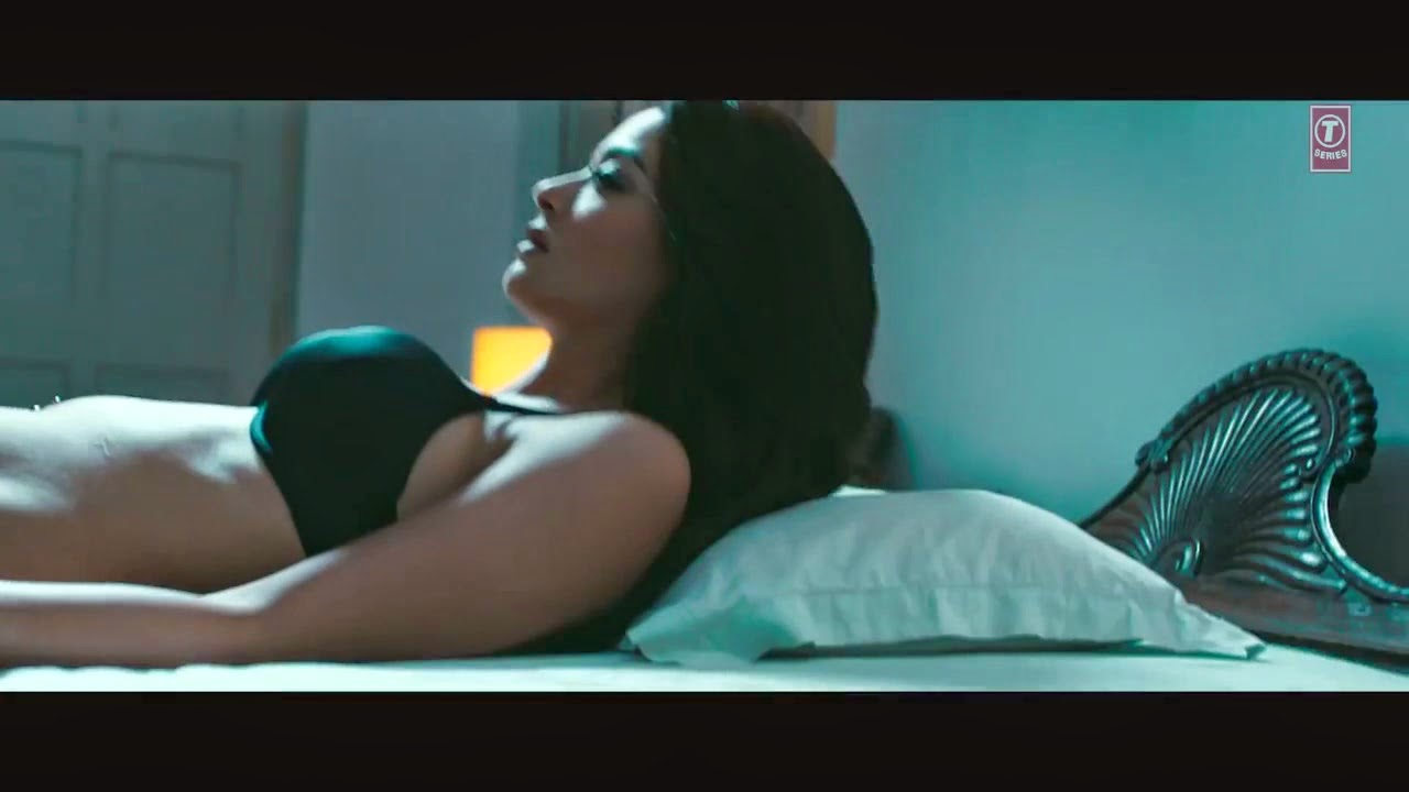 "Surveen Chawla Hot Lip Lock Kissing and Bed Scene Pics ""Hate Story - 2"""
