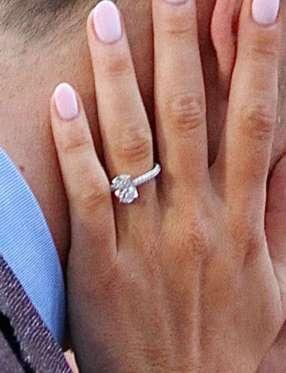 Bethenny Frankel sparks engagement rumors with huge diamond ring ...