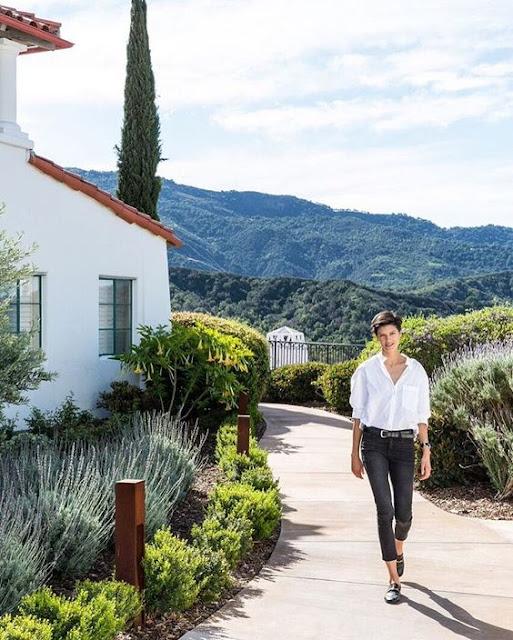 Lawren Howell takes a stroll in gorgeous Ojai, CA. - @ onekingslane