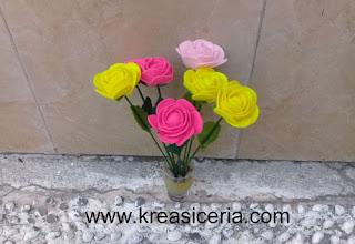 Hiasan bunga mawar cantik dari kain flanel