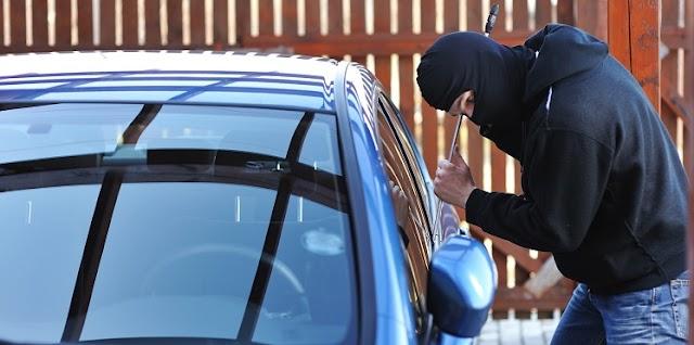 سرقة 37 مليون من سيارة أمام مسجد الزهراء ببرشيد