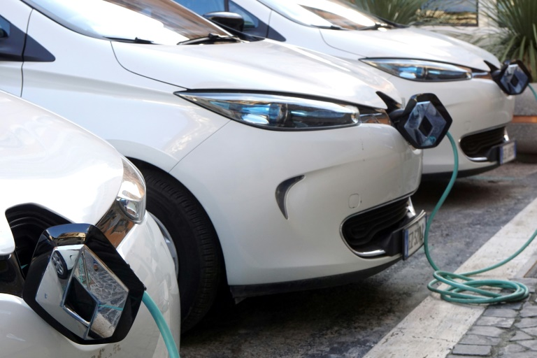 Renault Zoe electric cars at a charging point