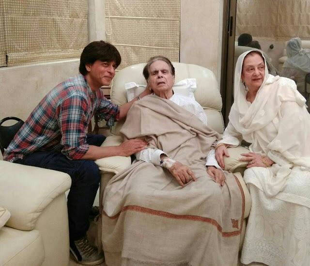 بھارتی فلم سٹار شاہ رخ خان بالی ووڈ لیجنڈ دلیب کمار کی عیادت کو گھر پہنچ گیا