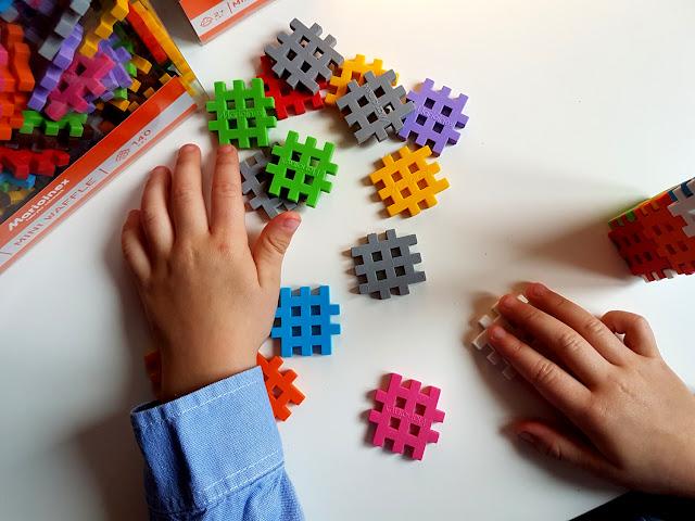 jakie klocki dla dziecka - klocki konstrukcyjne - prezent na Mikołajki dla dziecka - Marioinex - klocki wafle - hancia.pl - zabawki dla dzieci online