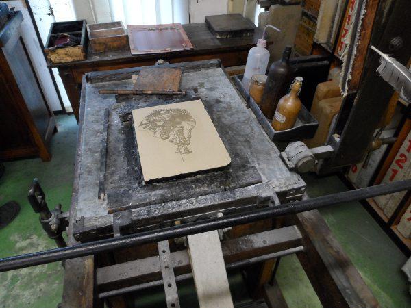 Pierre lithographique sur la presse