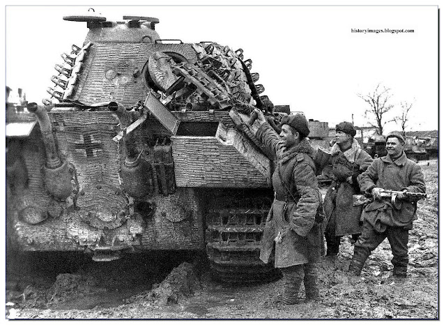 Red army soldiers captured Panther tank Uman 1944