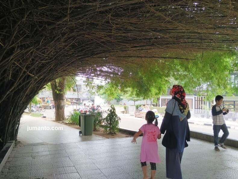 gambar sejuknya kambang iwak park palembang
