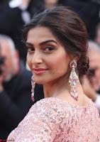 Sonam Kapoor looks stunning in Cannes 2017 010.jpg