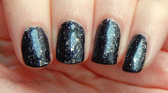 p2 color trend polish 070 black glitter nah überlack