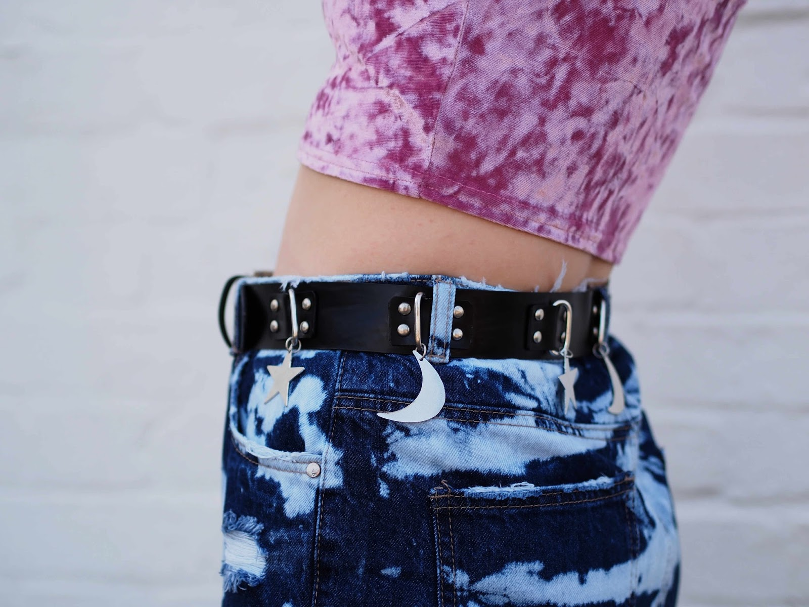 acid wash jeans, ripped jeans, extreme ripped jeans, ripped mom jeans, neck tie, old skool vans platform, statement earrings, summer grunge outfit, pink velvet crop top 6