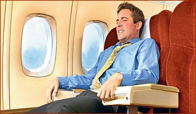 Las 10 acciones supersticiosas más comunes y repetidas al tomar un avión: