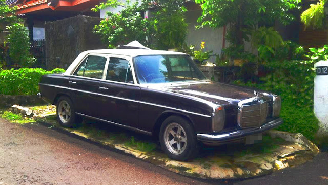 Mercedes-Benz W114 Mercy mini