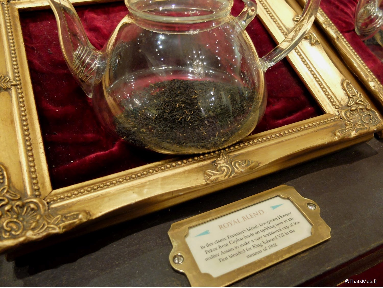 thé Royal Blend étalage vrac théière en verre cristal grand magasin Fortnum and Mason Londres