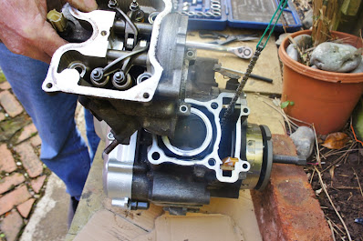 Yamaha YZF R125 top end barrel cylinder piston removal