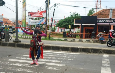 Berita Foto - Penari Jaran Ebeg Pertigaan Blandong