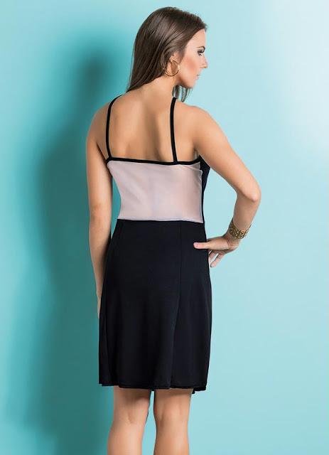 Vestido preto com transparência nas costas