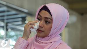 Wahai Para Istri, Jika Bertengkar Dengan Suami Jangan Kabur, Apalagi Update Status