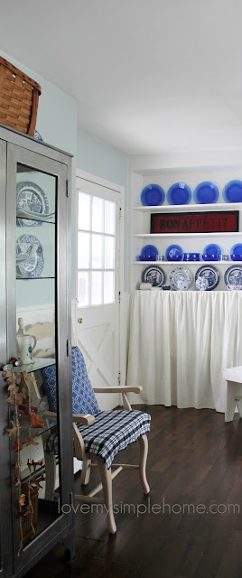 minimal-fall-decorating-using-blue-and-white-love-my-simple-home