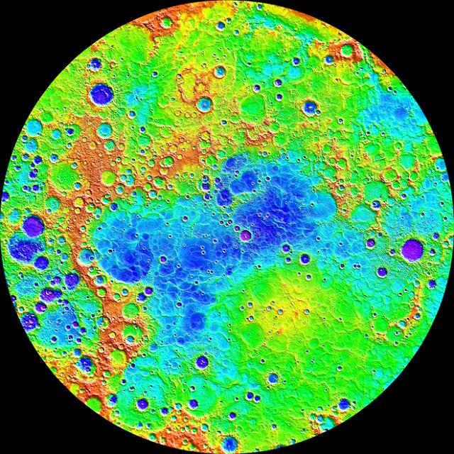 Hình ảnh Sao Thủy được chụp bởi tàu MESSENGER của NASA, cho thấy cảnh quan đa dạng. Một số khu vực già hơn bị tàn phá nặng nề hơn, trong khi những khu vực địa hình khác thì trẻ hơn. Credit: NASA/Johns Hopkins University Applied Physics Laboratory/Carnegie Institution of Washington.