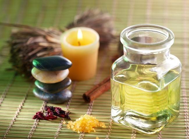 10-Manfaat-Minyak-Kayu-Putih-Untuk-Kesehatan-&-Kecantikan