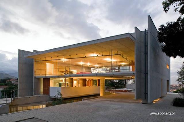 Sector elevado de una casa contemporánea en Río de Janeiro