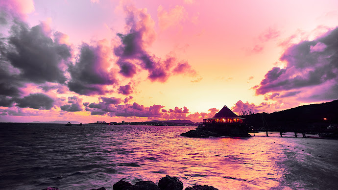 Wallpaper: Sunrise in Renaissance Beach